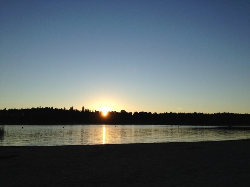 Ein Sonnenuntergang im sommerlichen Helsinki.