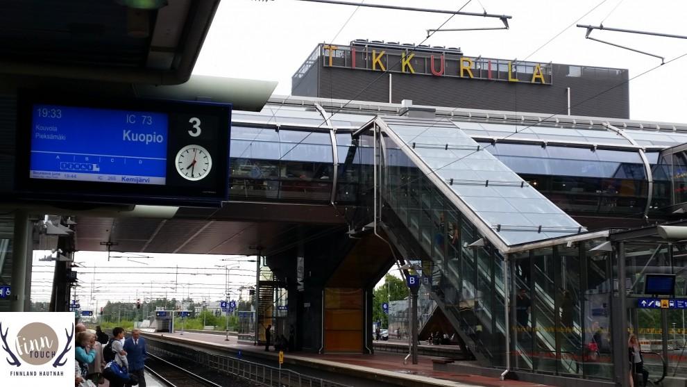Am Bahnhof Tikkurila kannst Du prima gen Norden umsteigen. Direkt nebenan befindet sich zudem ein großes Shoppingcenter, um eventuelle Wartezeiten zu überbrücken.