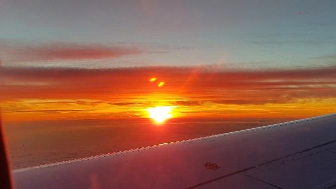 Ein grandioser Sonnenuntergang aus dem Flieger betrachtet als krönender Abschluss eines gelungenen Trips.