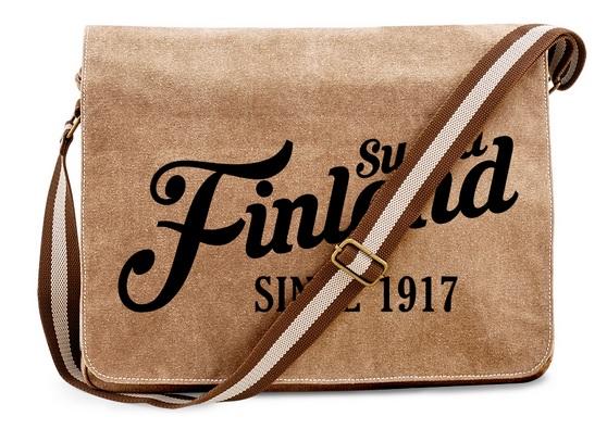 """Geräumig und ein echter Hingucker: Die Messengertasche der """"Suomi Finland - since 1917""""-Kollektion. Diese Tasche bekommst Du auch in Schwarz."""