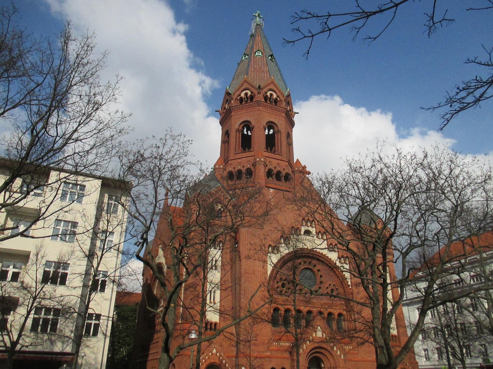 Die Kreuzberger Passionskirche liegt nur einen Steinwurf vom Finnland Zentrum entfernt und dient diesem als Veranstaltungsort.