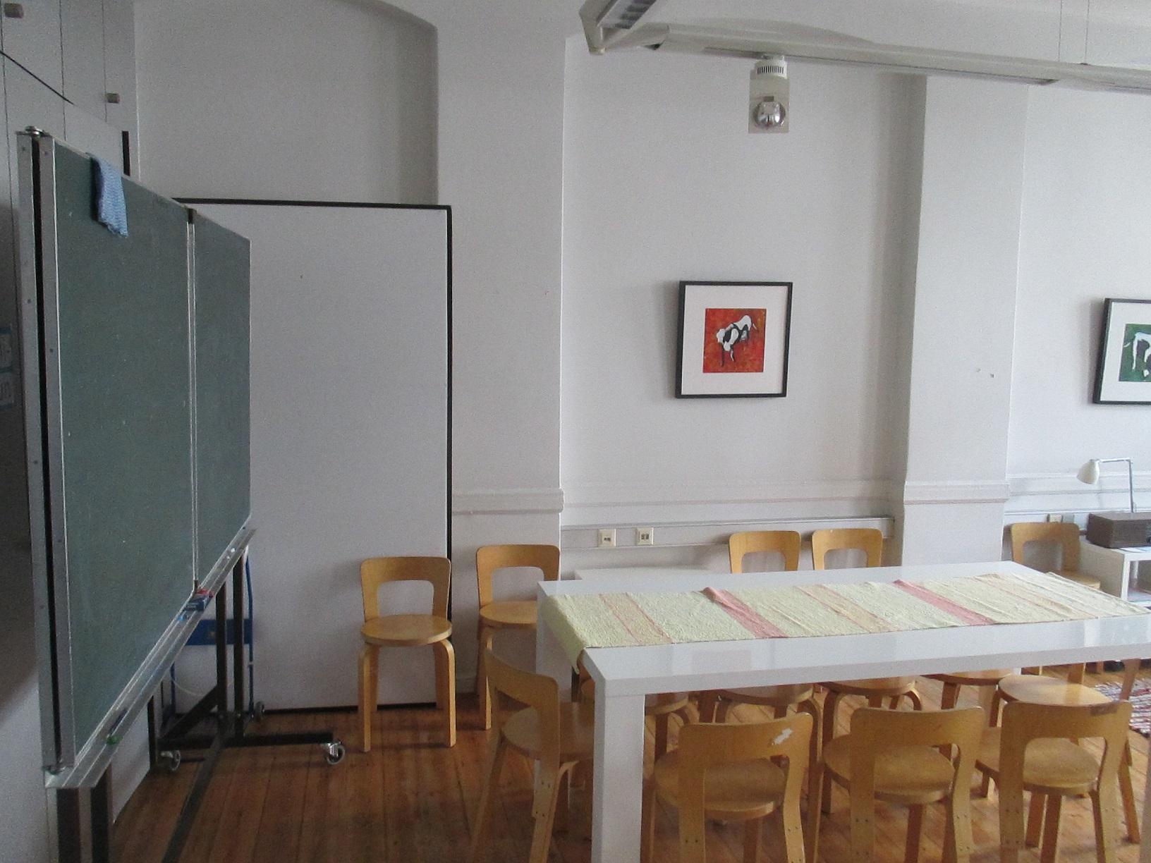 Der Unterricht der finnischen Schule (Suomi Koulu) findet ebenfalls im Finnland Zentrum statt.