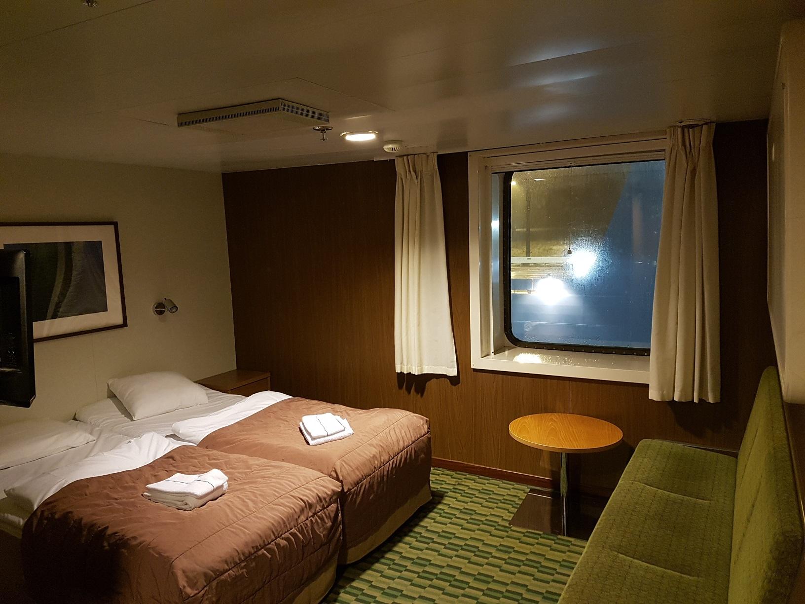 Viel Platz zum Relaxen: Unsere Außenkabine mit Doppelbett.