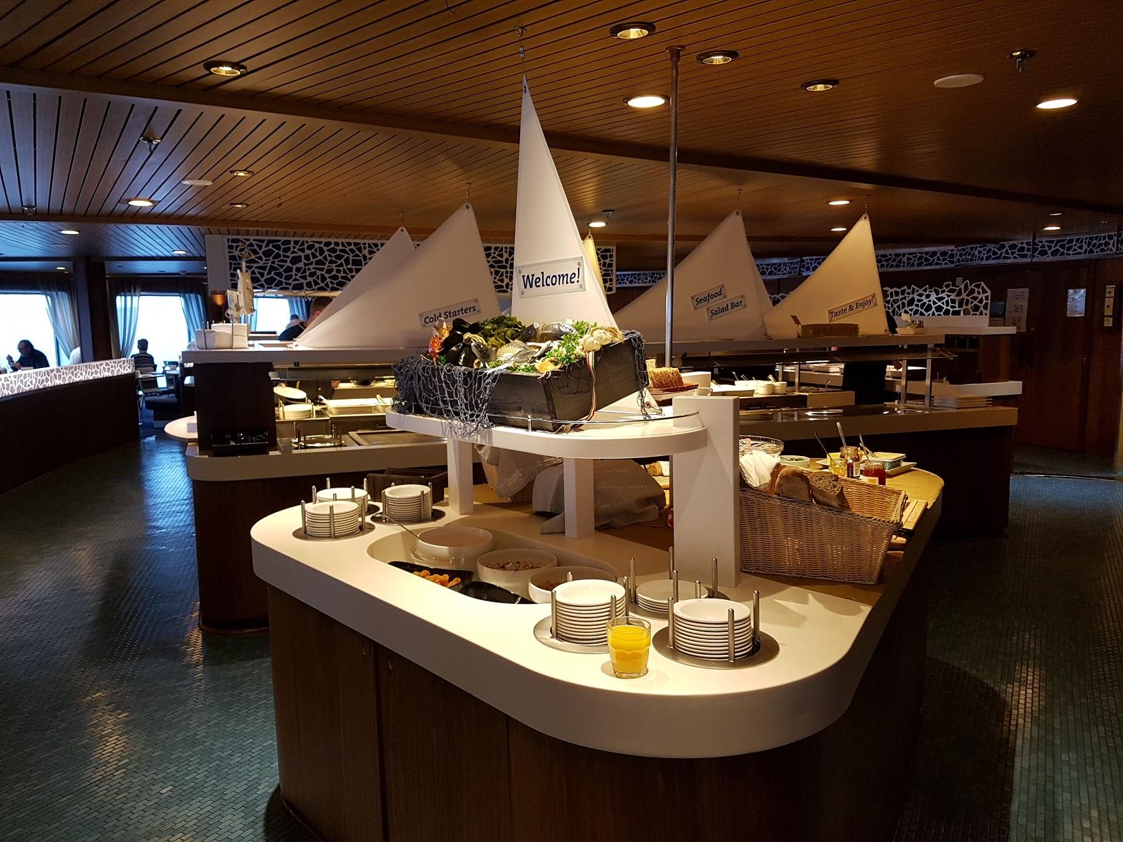 """Das Buffet im Restaurant """"Mare Balticum""""."""