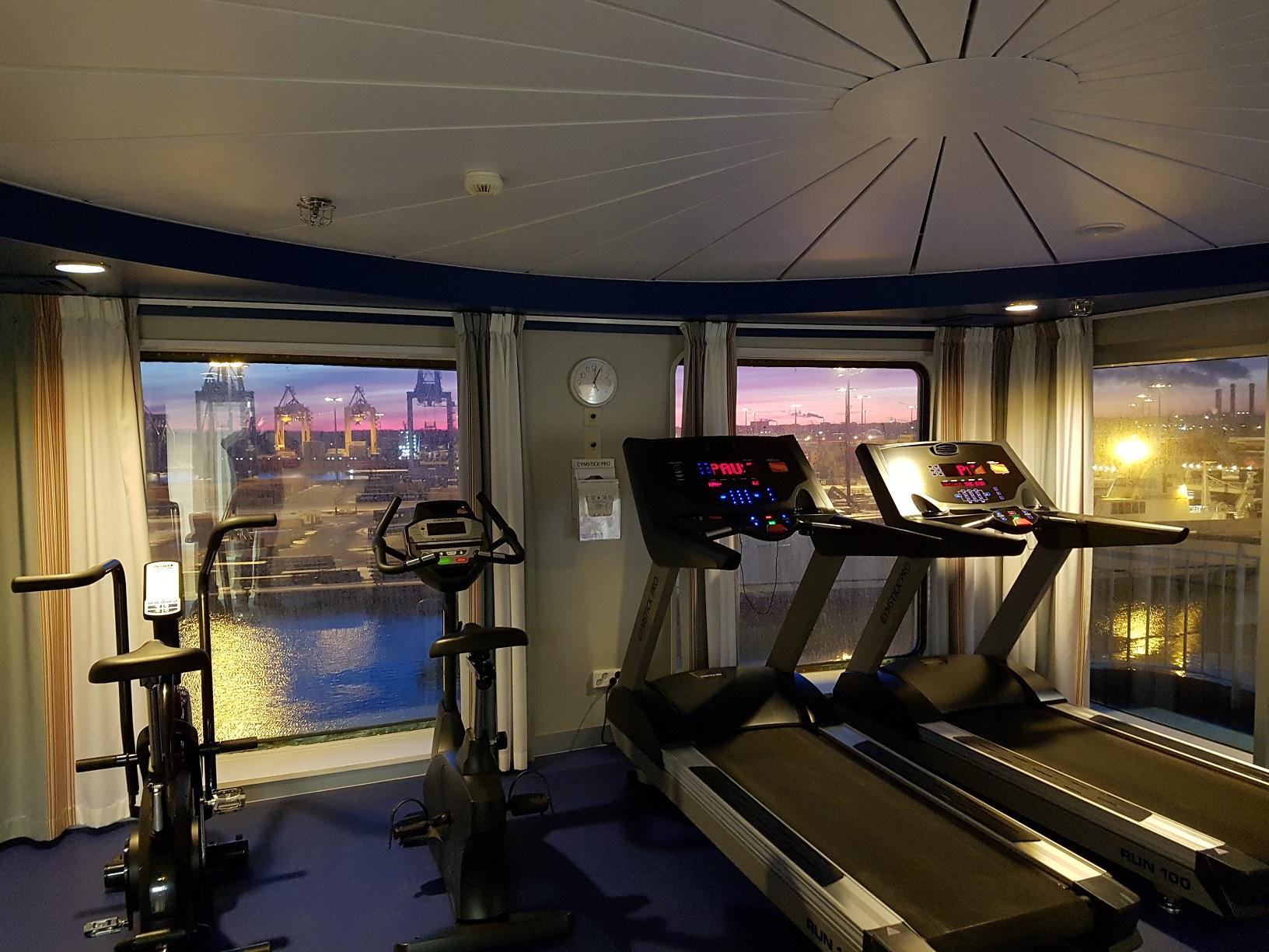 Trainieren mit Aussicht im Fitnessraum der Finnmaid.