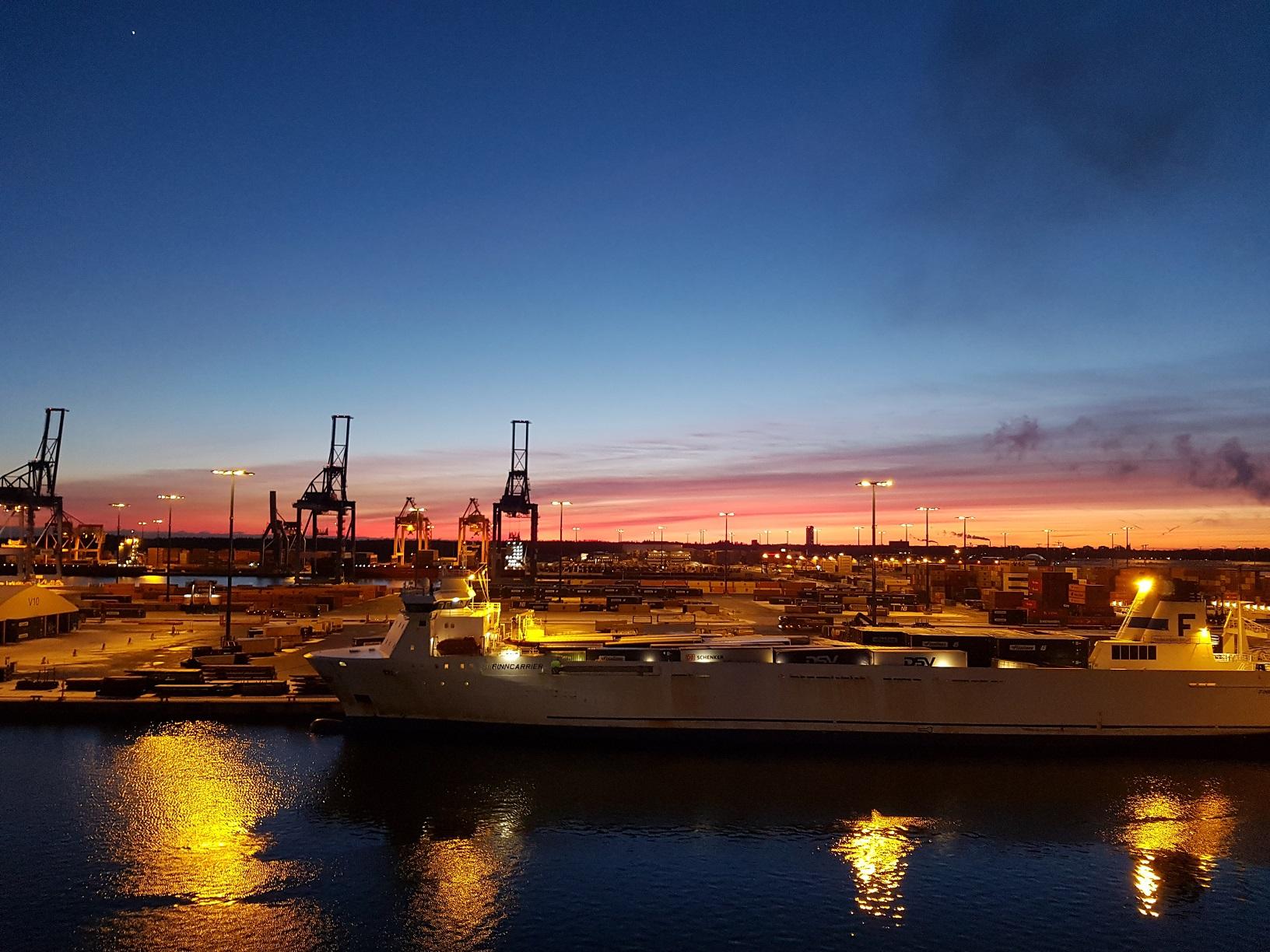 Was für ein Sonnenuntergang zum Abschied aus Helsinki!