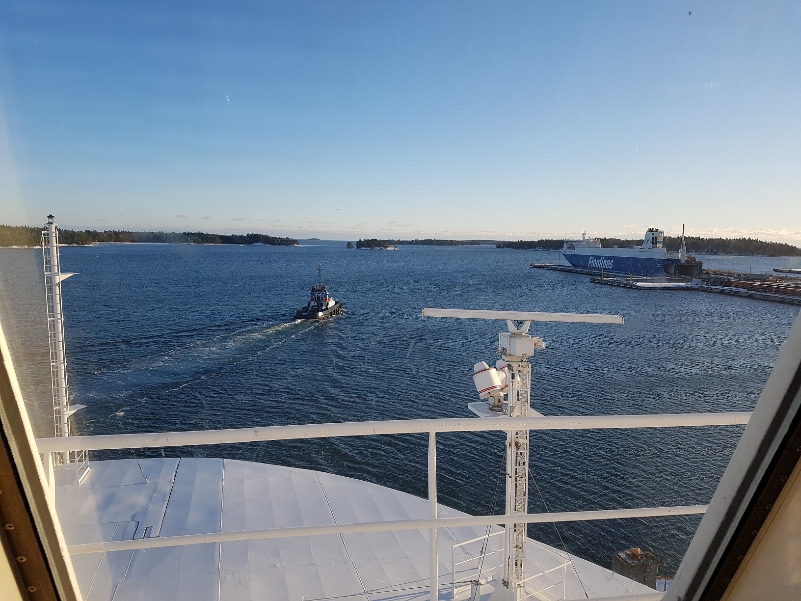 Blick aus der Kabine im Hafen von Helsinki Vuosaari.