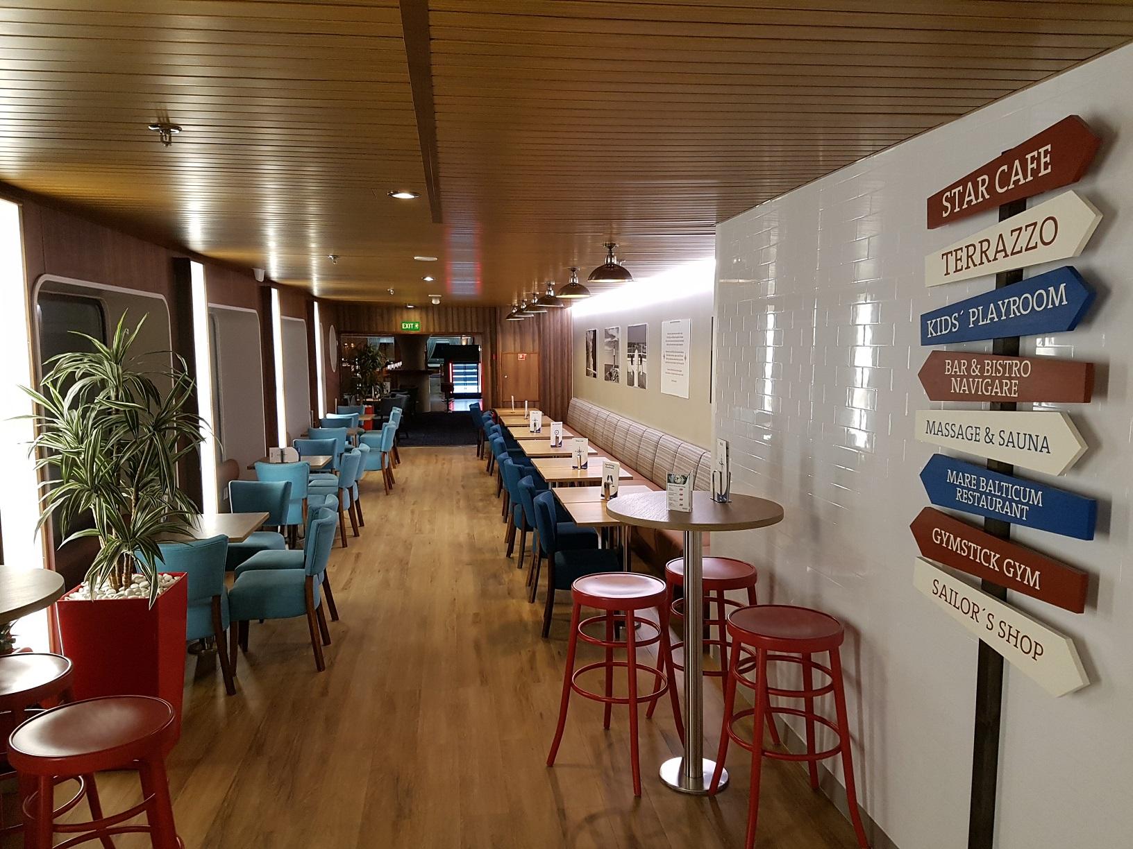 Platz zum Entspannen mit Meerblick: Das Star Café.