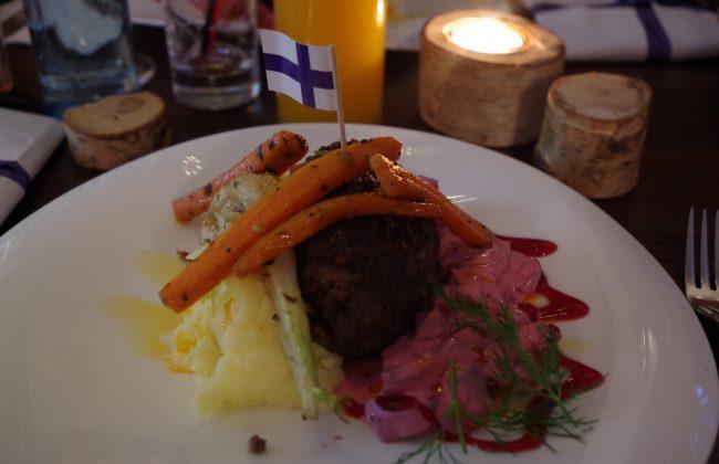 Finnisches Dinner mit finnischen Spezialitäten