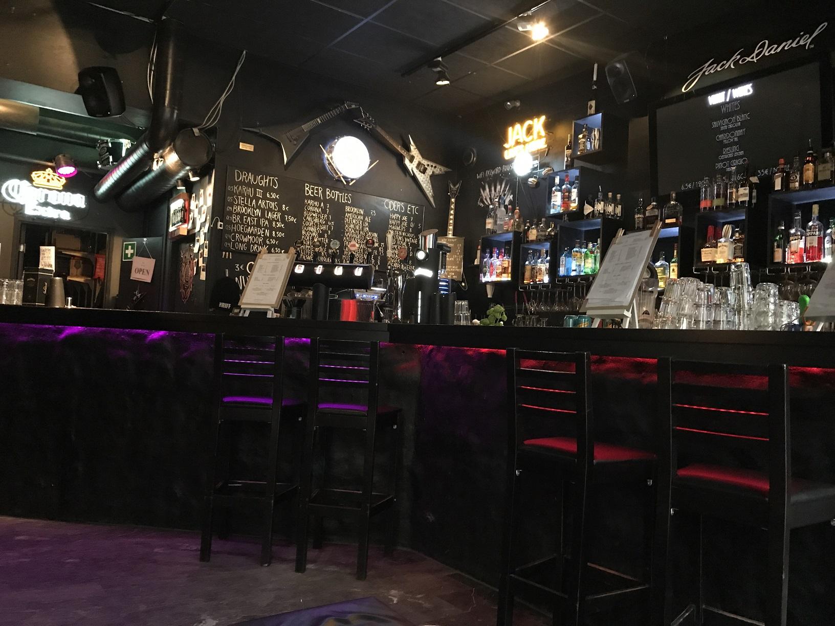 """Nicht nur Fans der The 69 Eyes treffen sich in der Bar """"The Riff"""" in Helsinki"""
