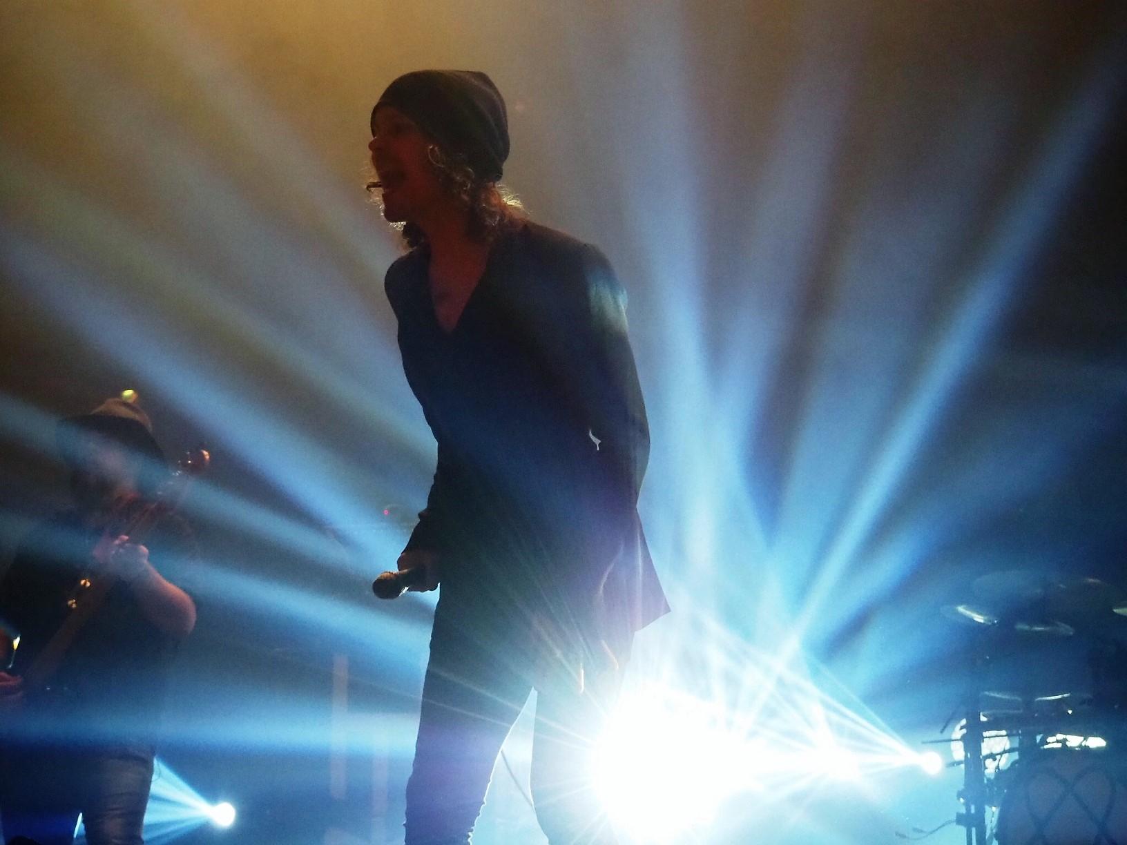 HIM-Sänger Ville Valo auf der Bühne in Helsinki