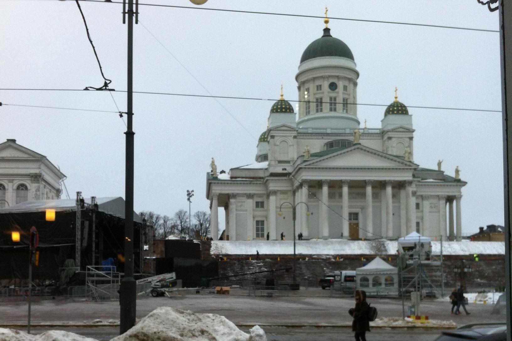 Blick vom Café Engel auf den Dom von Helsinki