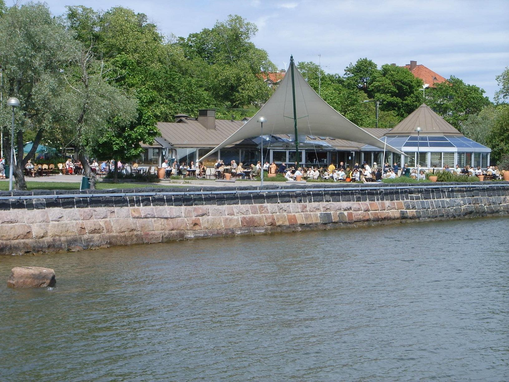 Das Cafe Ursula vom Wasser aus betrachtet