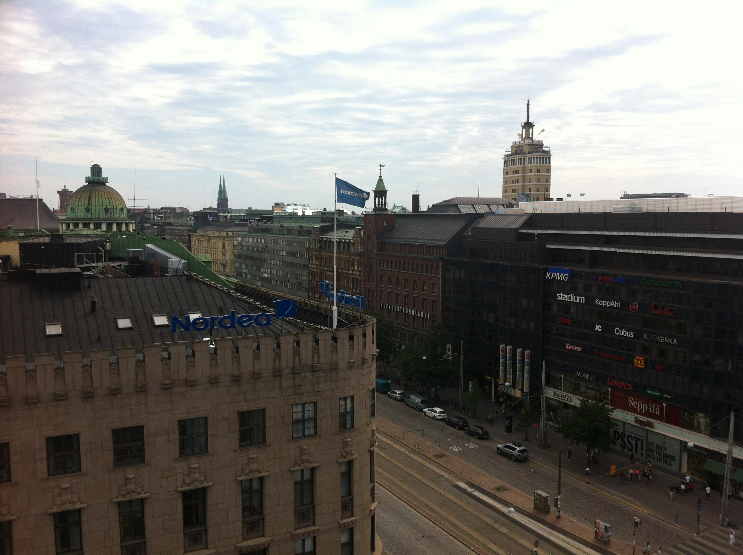 Blick vom Cafe Loiste in Helsinki auf den Mannerheimintie