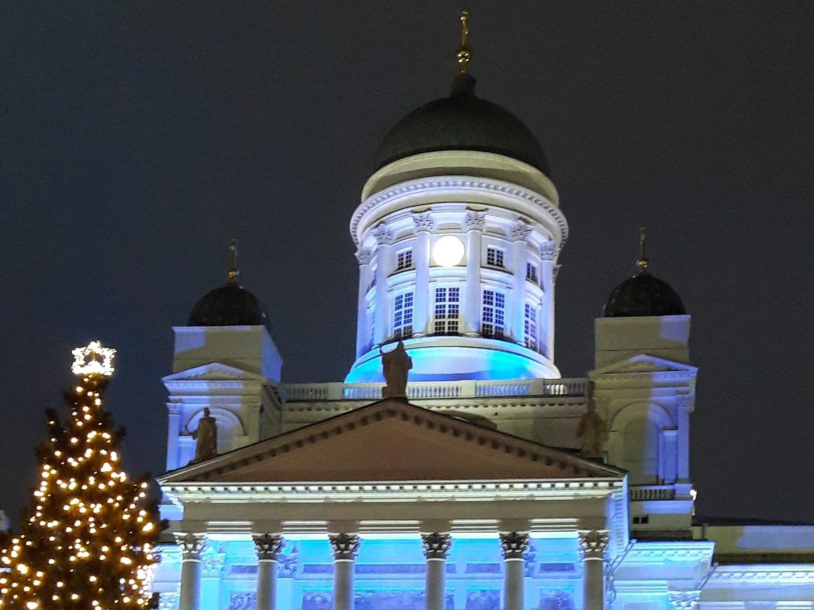 Abendliche Winterstimmung am Dom von Helsinki
