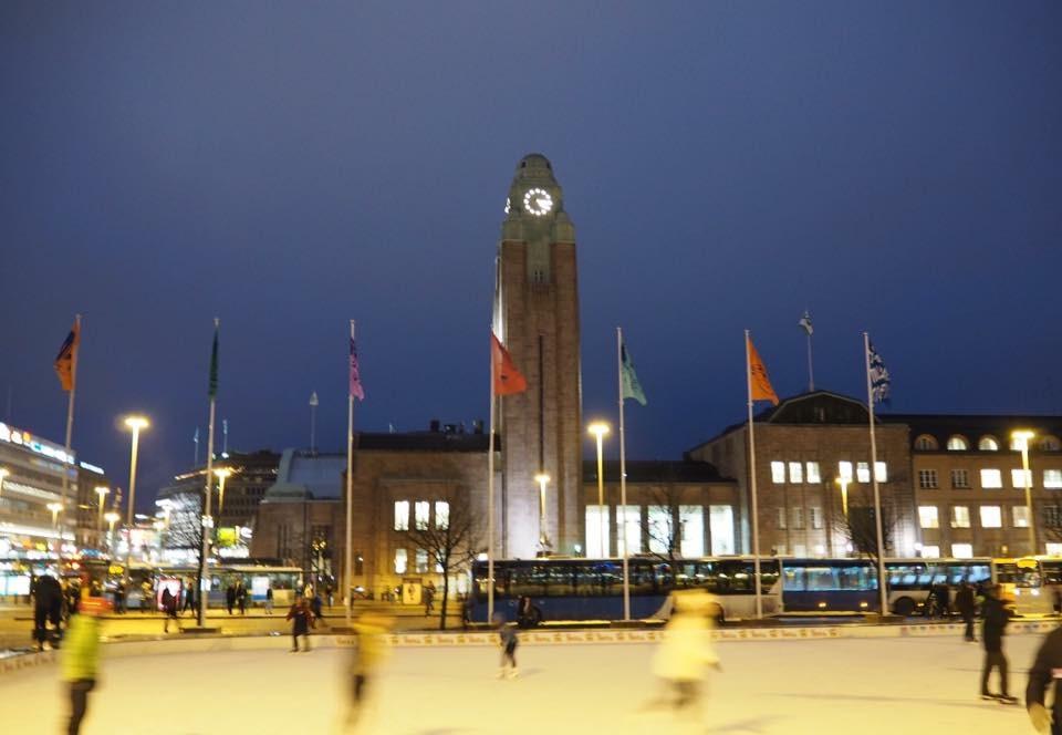 Eislaufbahn am Hauptbahnhof Helsinki