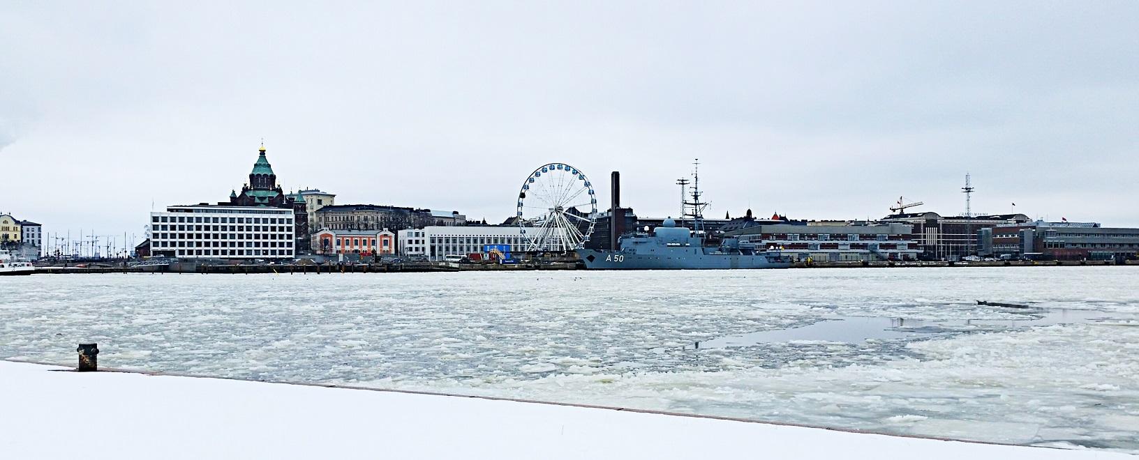 Eisschollen im Hafen von Helsinki - eine tolle Panoramaaufnahme