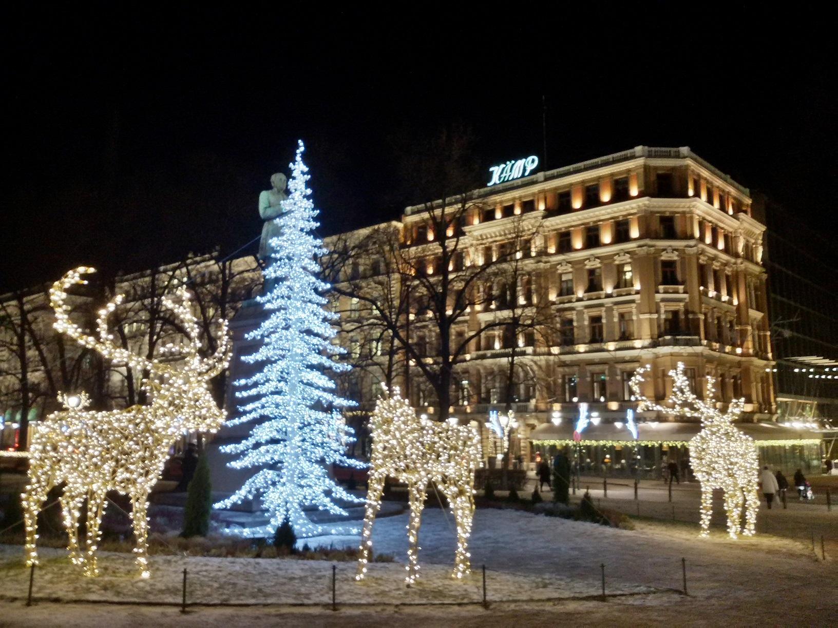 Weihnachsstimmung am berühmten Hotel Kämp in Helsinki