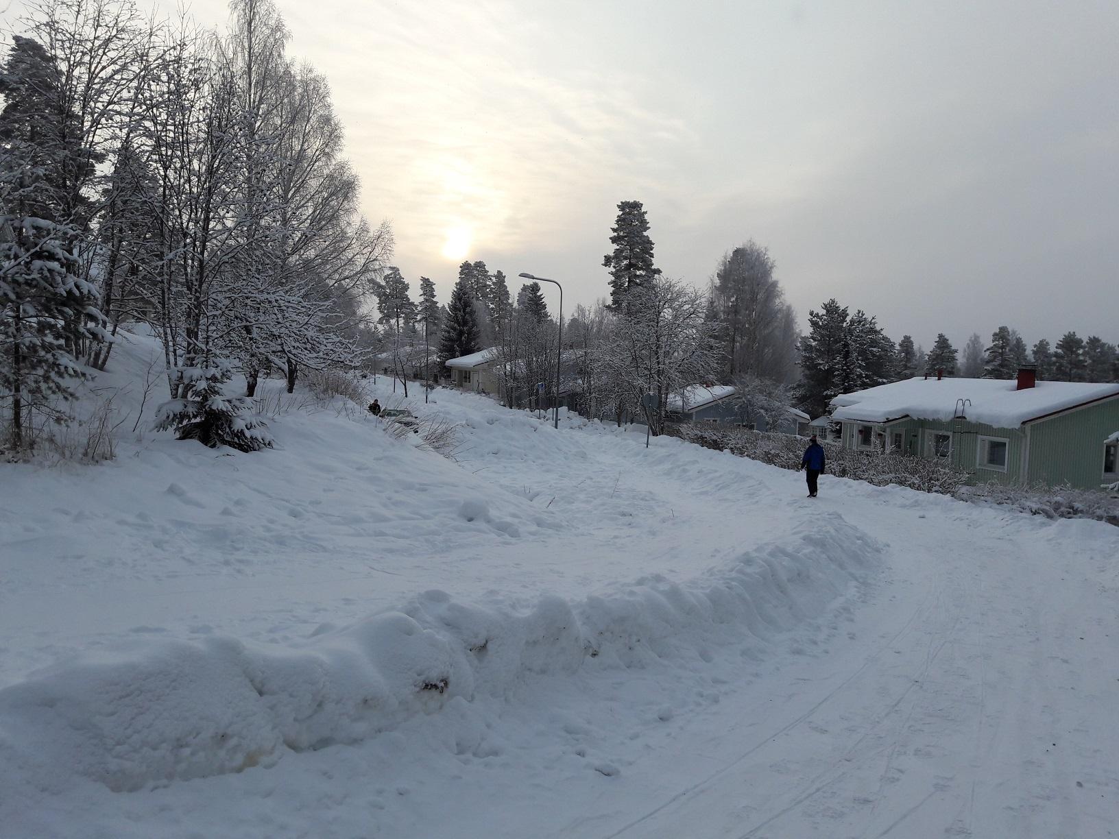 Verschneite Straßen in Finnland