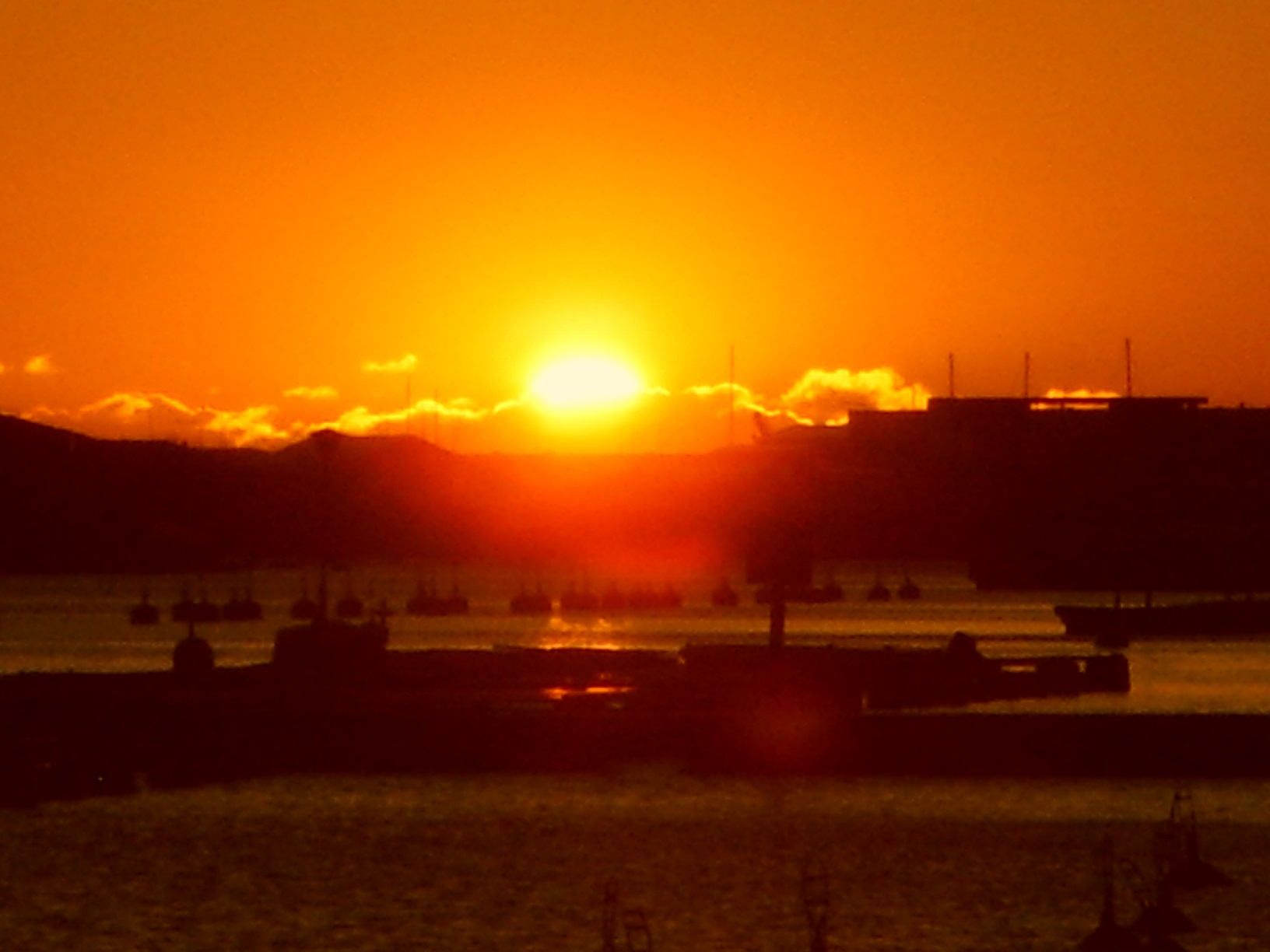 Die Sonne geht unter über Helsinkis südlicher Küste