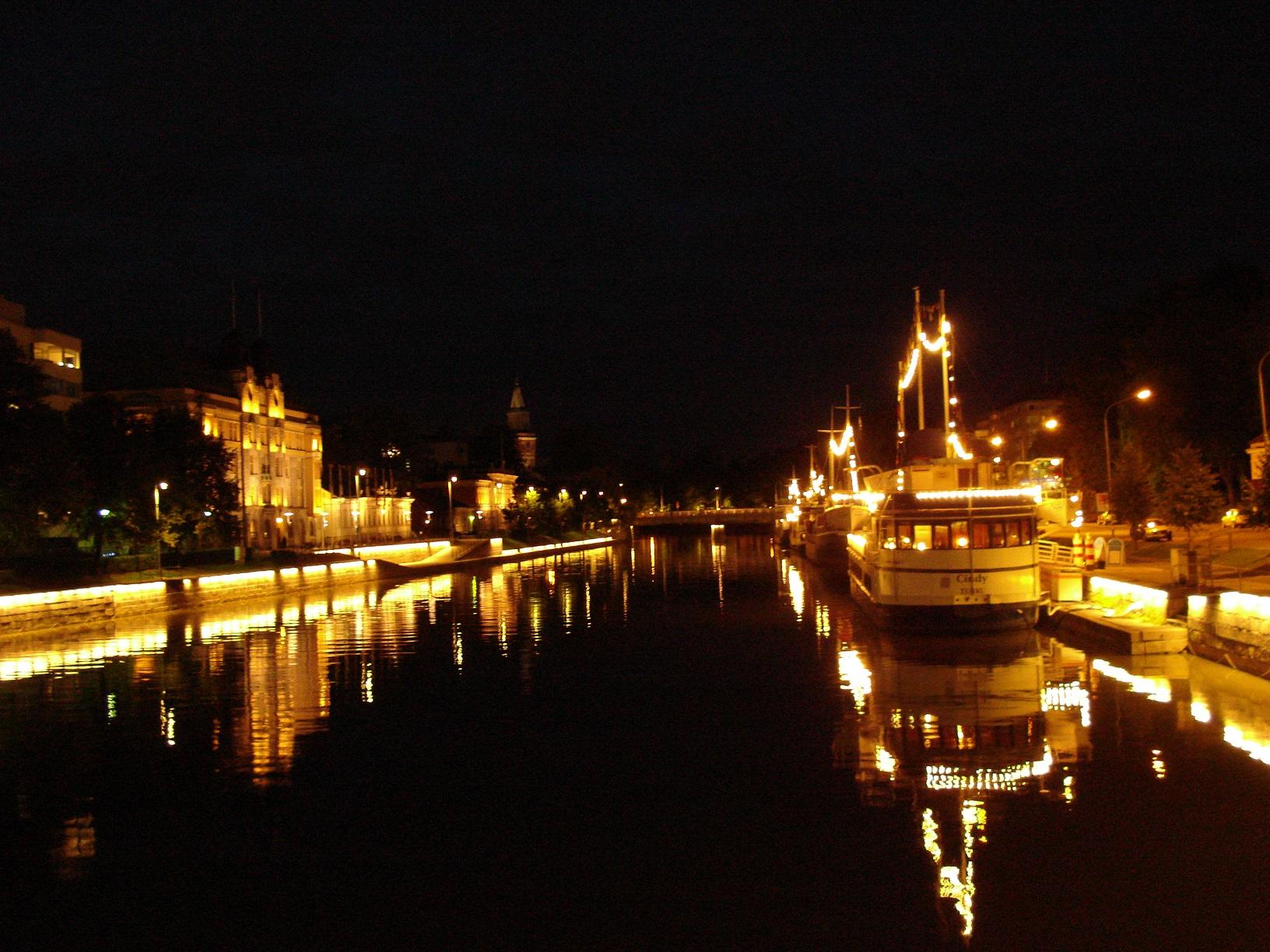 Der Aurajoki in Turku nachts