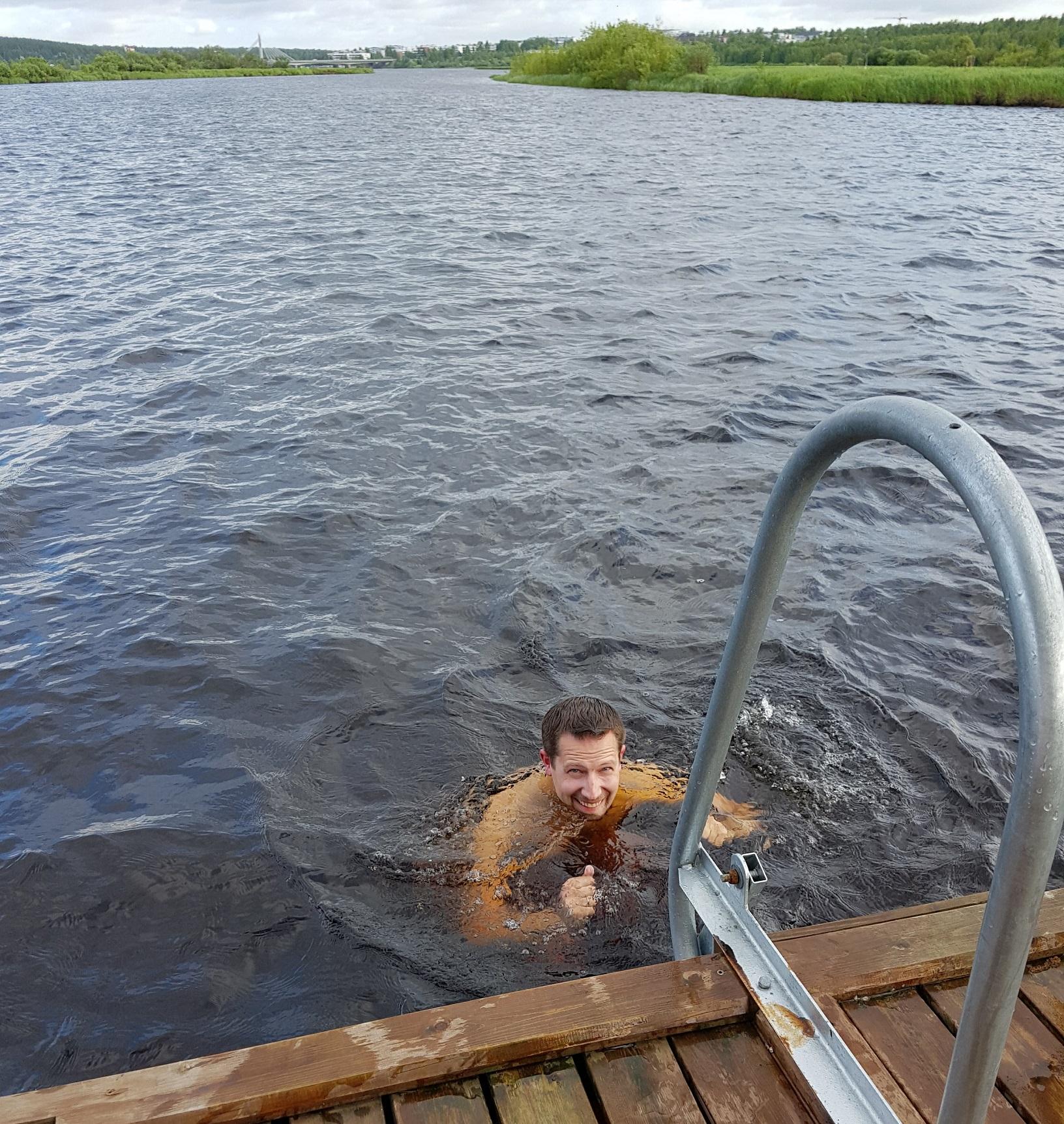 Bad im Fluss Ounasjoki bei Rovaniemi