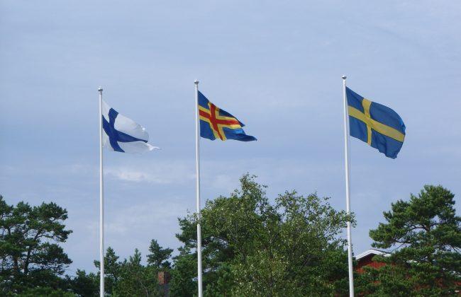 Die Flaggen von Finnland, Åland und Schweden