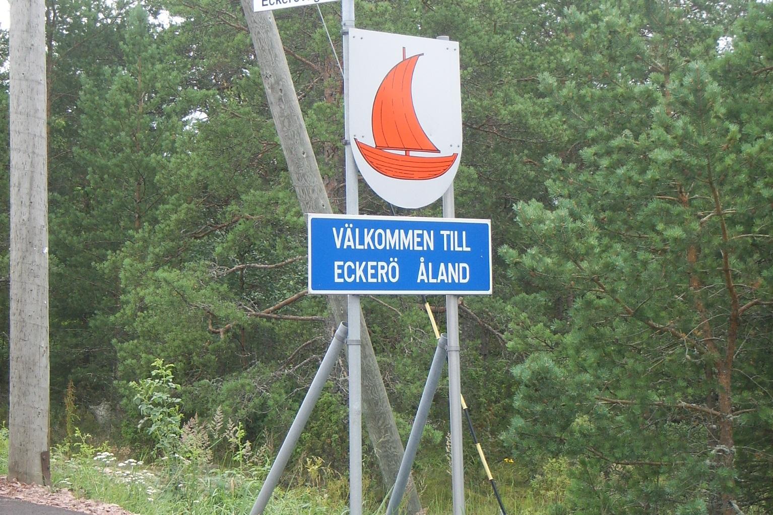 Willkommensschild auf der Insel Eckerö
