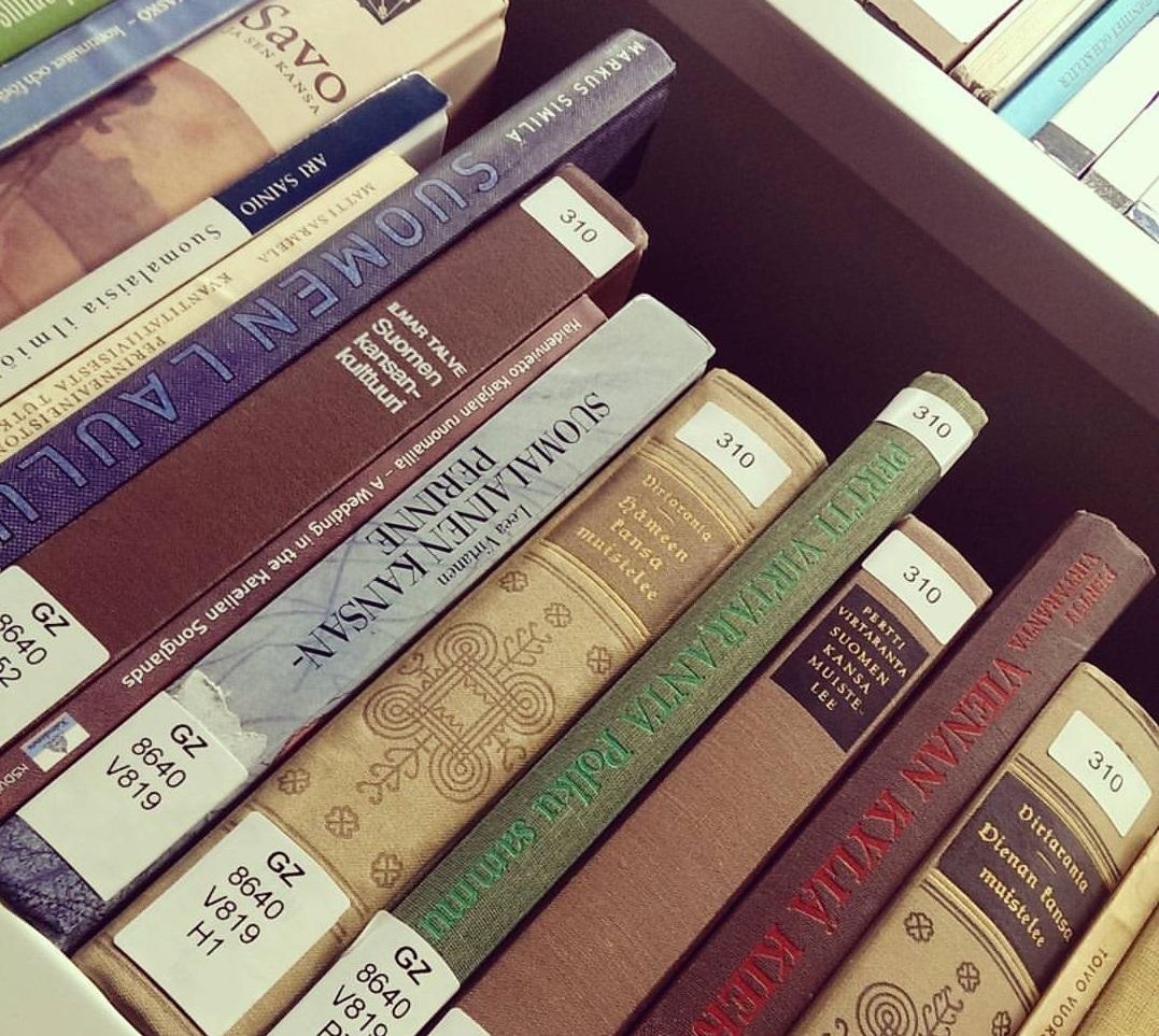 Bücher für das Fennistik Studium
