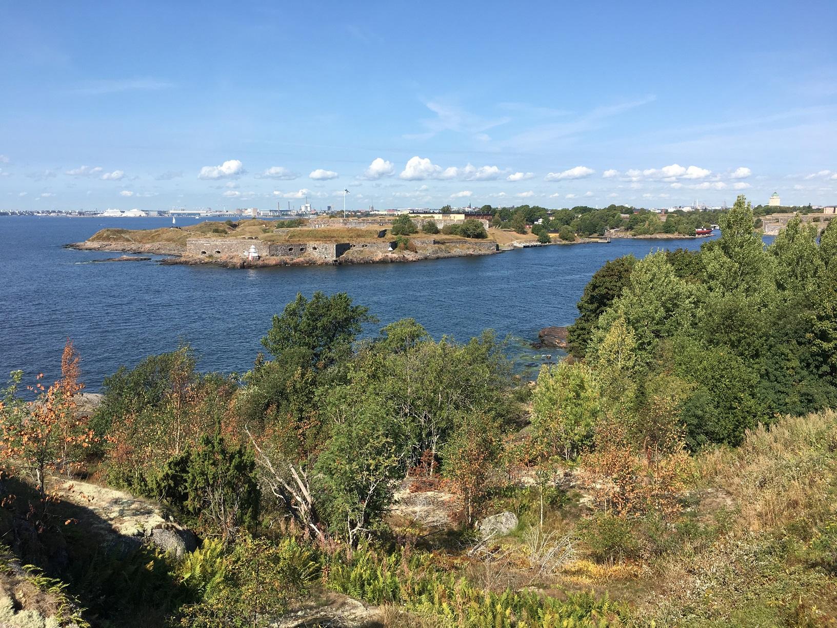 Blick von der Insel Vallisaari auf Suomenlinna