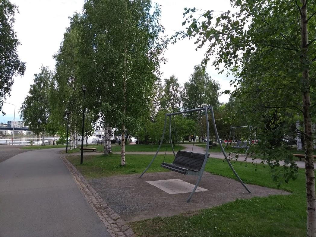 Grünanlagen am Ufer des Pielisjoki