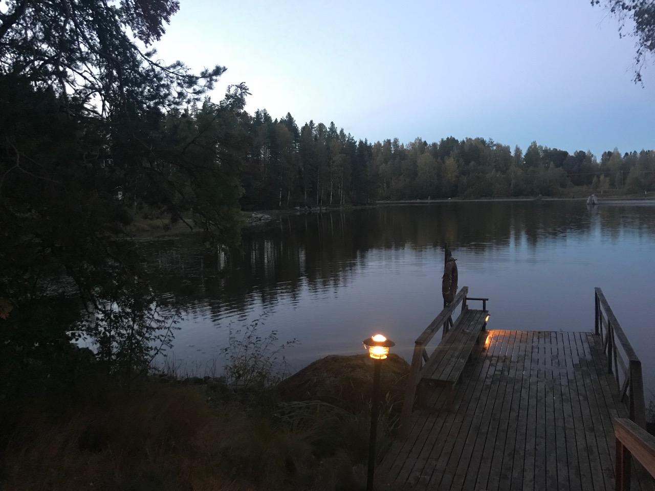 Finnischer See mit Steg