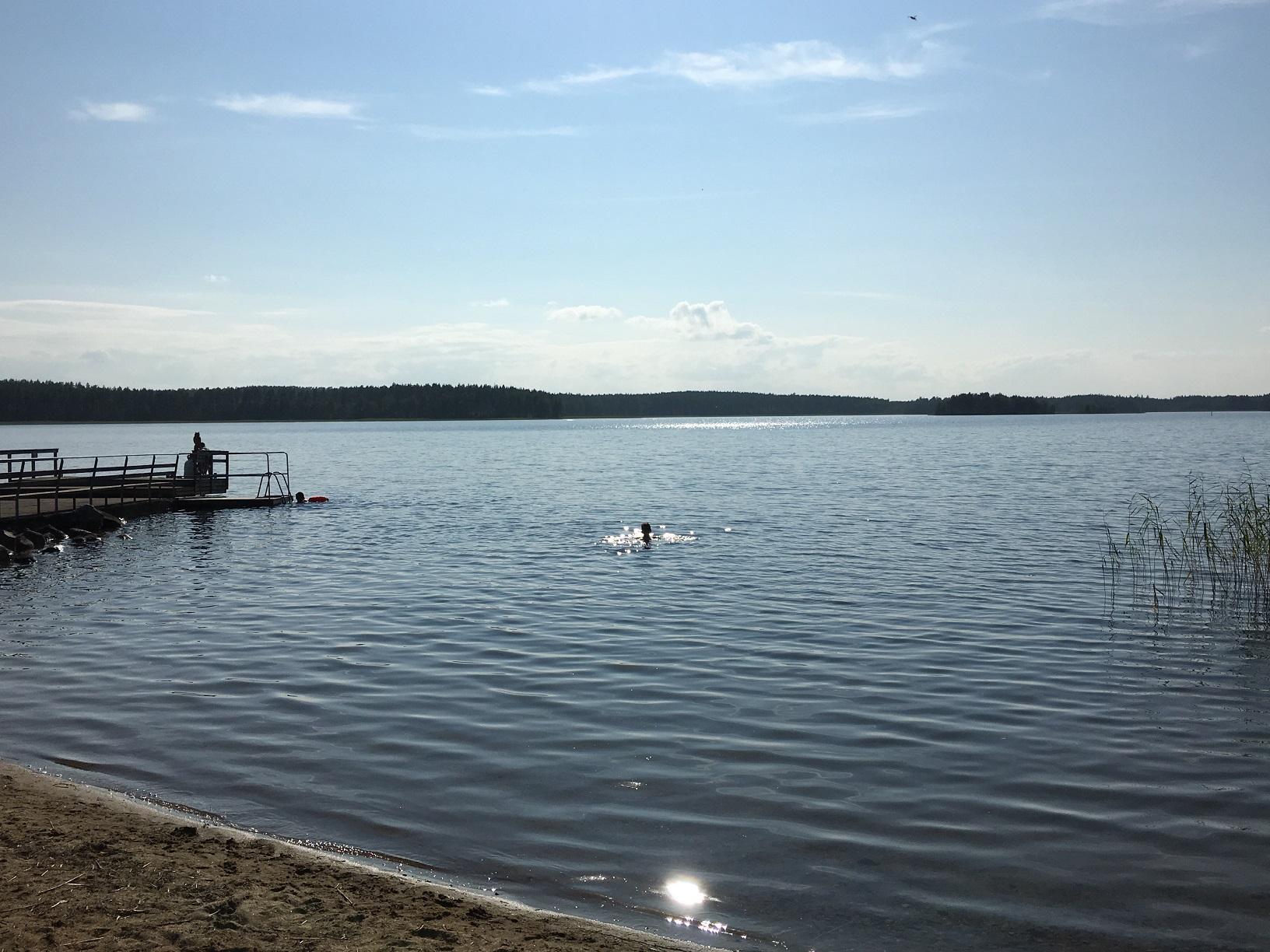 Schwimmen im finnischen See