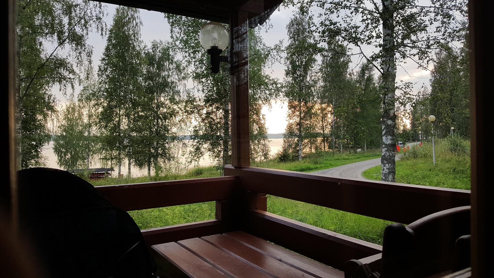 Terrasse mit Ausblick auf finnischen See