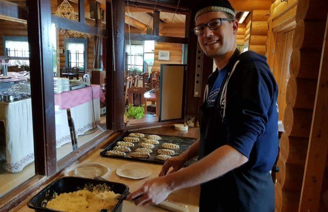 In der Piroggenschule im Restaurant Parppeinpirtti, Ilomantsi