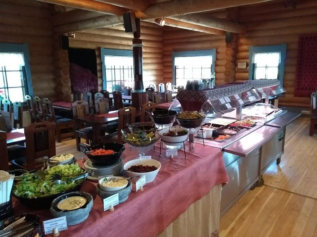 Buffet im Restaurant Parppeinpirtti