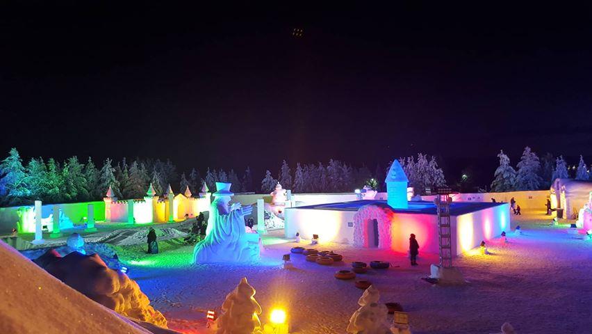 Moomin Snowcastle im Dunklen