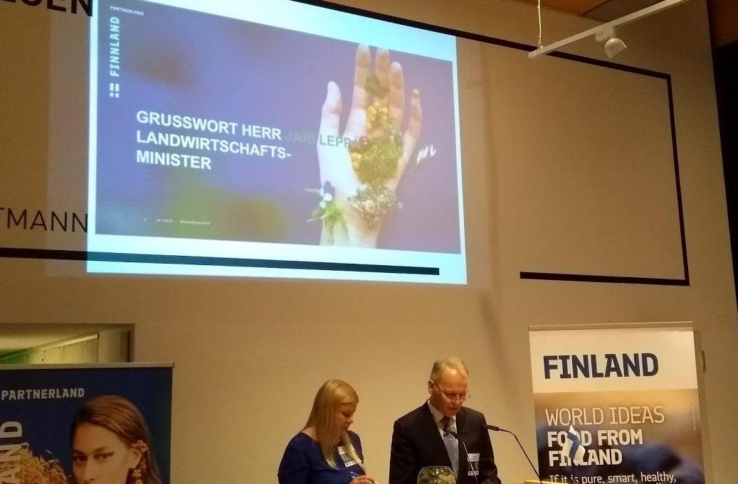 Minister Jari Leppä in der Botschaft von Finnland