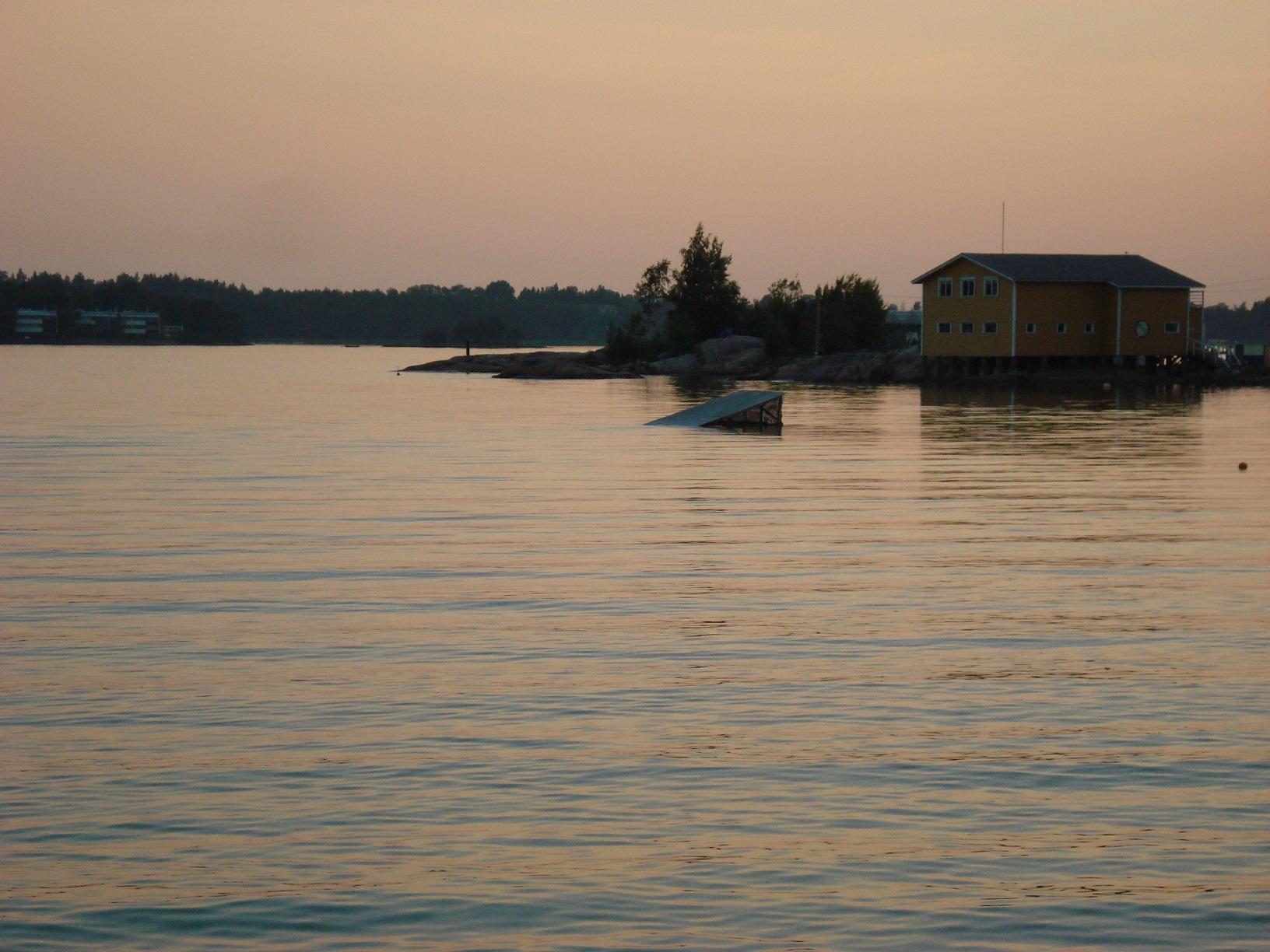 Eine helle Sommernacht in Helsinki