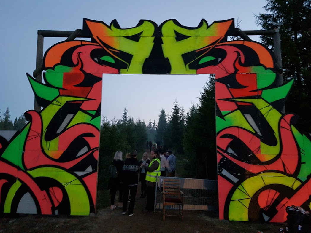 Eingang zum Kosmos Festival