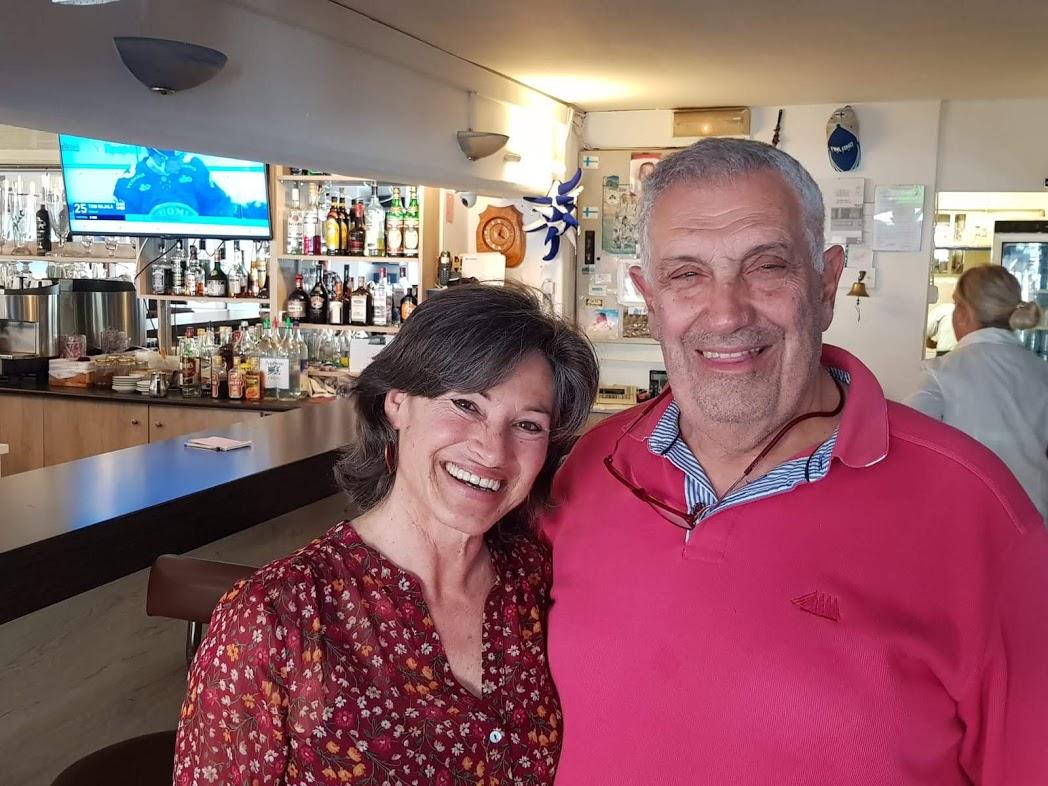 Michel, Betreiber des Demis Restaurant, mit seiner Frau