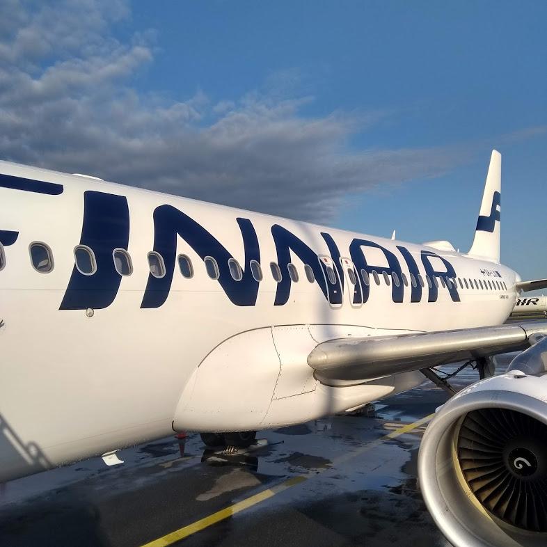Finnair-Flugzeug am Flughafen Helsinki Vantaa