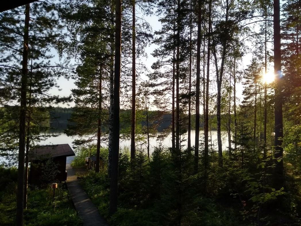 Weg von der Sauna zum See