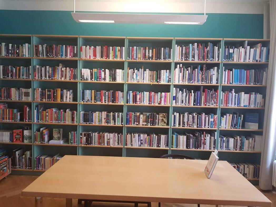 Bücherecke im Finnland-Institut in Berlin-Mitte