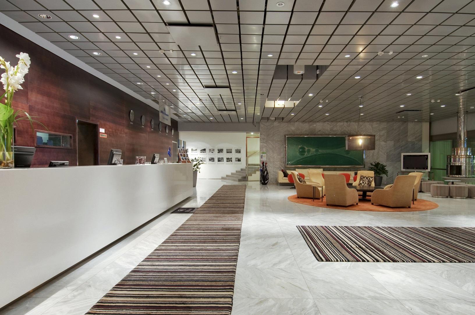 Lobby des Hilton Helsinki Kalastajatorppa