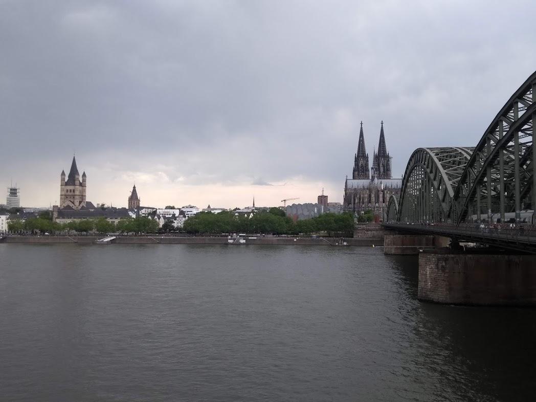 Blick über den Rhein auf Köln