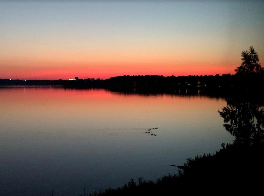 Sonnenuntergang aus dem Hotelzimmer betrachtet