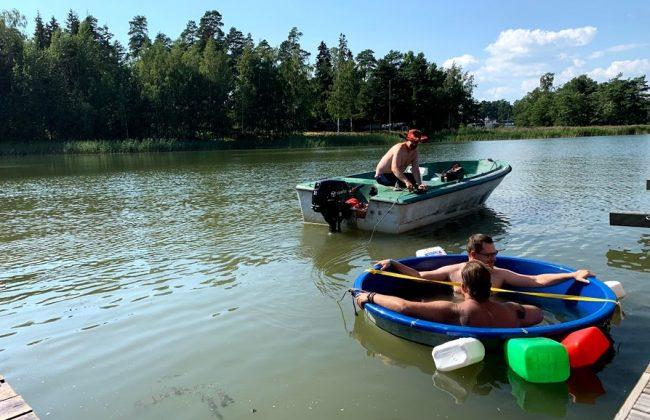 Quatsch mit Badefass beim Saunatag in Helsinki