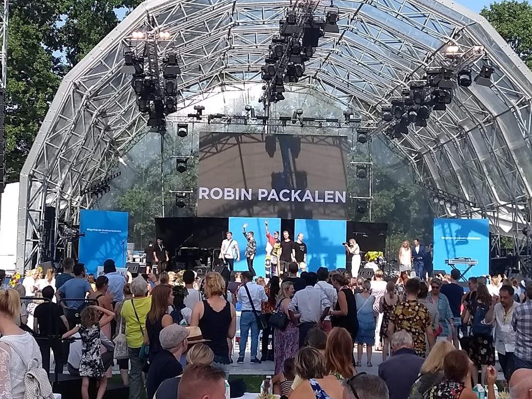 Robin Packalen live in Berlin