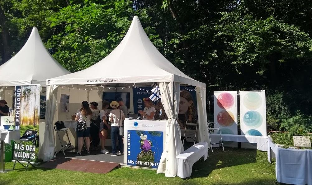 Finnische Zelte beim Bürgerfest des Bundespräsidenten 2019